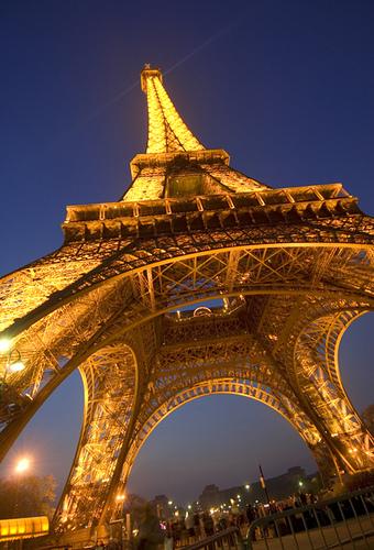 Paryż - Wieża Eiffla nocą