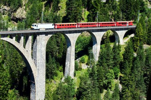 pociąg w górach