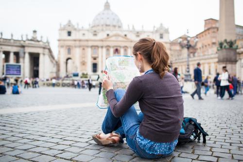 młoda turystka w Watykanie
