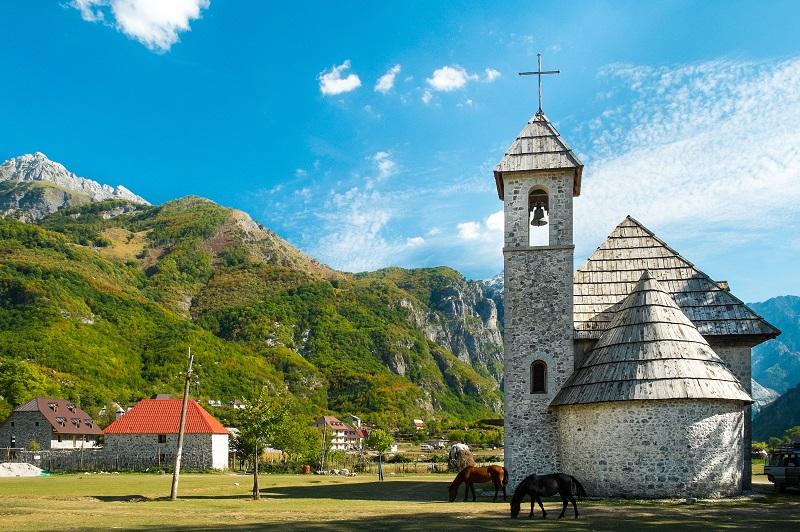 widok na góry w Albanii